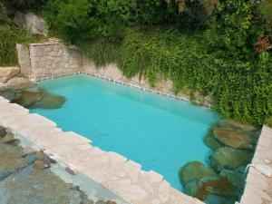 A view of the pool at Villas Valinco Capicciolo vue-proche mer-piscines or nearby