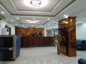 Mbayaville Hotelのロビーまたはフロント