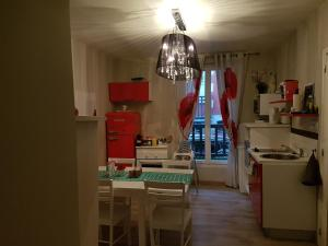A kitchen or kitchenette at Home St. Germain