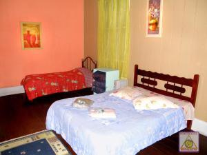 Cama ou camas em um quarto em Pousada Shamballah Paranapiacaba