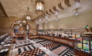مطعم أو مكان آخر لتناول الطعام في فندق المدينة هيلتون