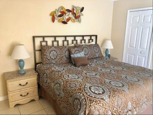 A bed or beds in a room at Creekside Villa by Exclusive Holiday Villas
