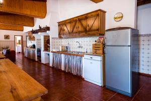 A kitchen or kitchenette at Vale do Grou Natura