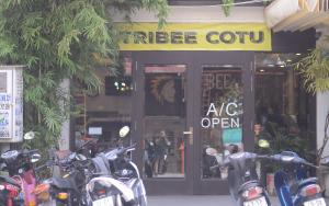 A restaurant or other place to eat at Tribee Cotu Hostel