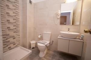 Ванная комната в Mirabel Hotel