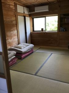 A bunk bed or bunk beds in a room at Hirauchi Hot Spot