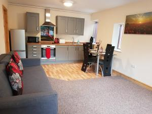 A kitchen or kitchenette at Appleton Apartments