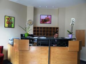 Hall ou réception de l'établissement Villa Montmartre