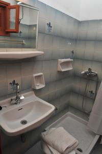 A bathroom at Anna Apartments