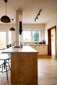 A kitchen or kitchenette at Big Baron