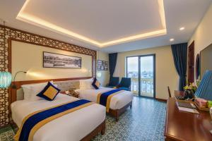 A bed or beds in a room at Le Pavillon Hoi An Boutique Hotel & Spa