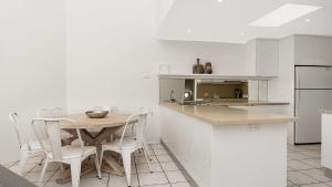 A kitchen or kitchenette at Beachhaven 7 @ Clarkes Beach