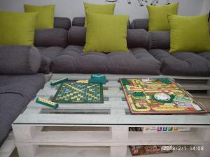 Ein Sitzbereich in der Unterkunft Nomadia Hostel By Anara Homes & Villas