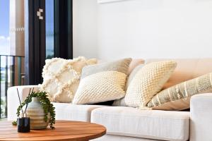 A seating area at Modern Luxury Apartment in the Heart of Sydney CBD