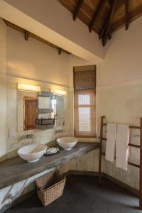 A bathroom at Kottukal Beach House by Jetwing