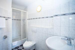 A bathroom at Hotel Ratskeller