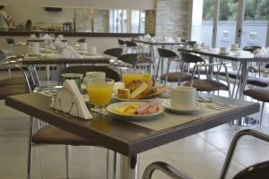 Un restaurant u otro lugar para comer en Almuñecar Hotel