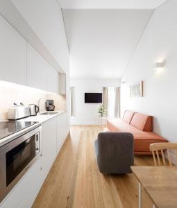 A kitchen or kitchenette at Lisbon Serviced Apartments - Benformoso