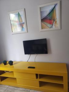 A television and/or entertainment center at Praia do Forte Cabo Frio Apartment