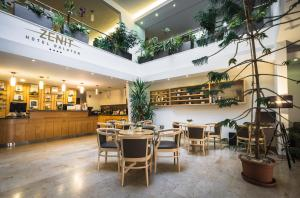 A restaurant or other place to eat at Zenit Wellness Hotel Balaton
