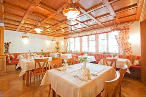 A restaurant or other place to eat at Gasthof Engel