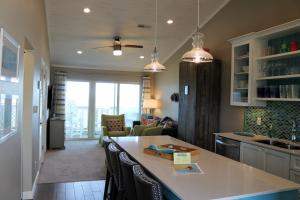 A kitchen or kitchenette at E10 - Amazing View from this Upscale Condo
