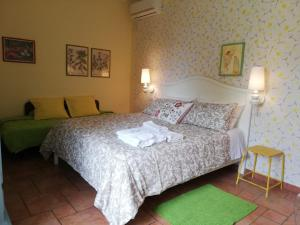A bed or beds in a room at B&B La Chora Di Paestum