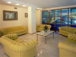 A seating area at Hotel Albatros