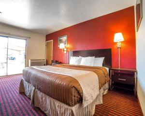 A bed or beds in a room at Rodeway Inn at Lake Powell