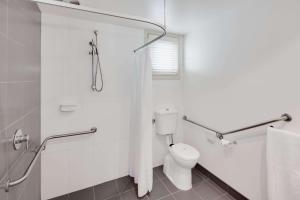 A bathroom at Drouin Motel