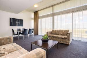 Гостиная зона в Mantra Melbourne Melton