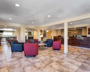 The lobby or reception area at Quality Inn Prescott