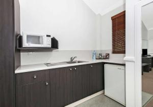 A kitchen or kitchenette at Comfort Inn & Suites Northgate Airport Motel