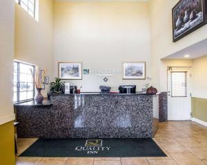 De lobby of receptie bij Quality Inn Holbrook