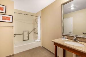 A bathroom at Comfort Inn Santa Monica - West Los Angeles