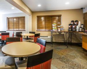 A restaurant or other place to eat at Quality Inn Lone Pine near Mount Whitney