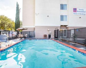 The swimming pool at or near Comfort Suites Clovis