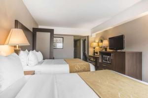 A bed or beds in a room at Comfort Suites Downtown