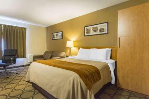 Кровать или кровати в номере Comfort Inn Yarmouth