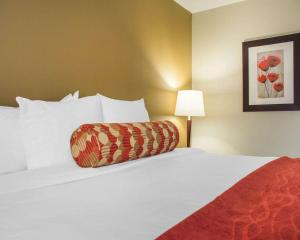 A bed or beds in a room at Comfort Inn Burlington