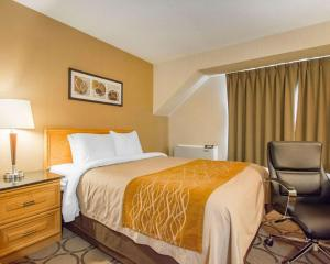 A bed or beds in a room at Comfort Inn Amherst