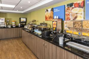 A restaurant or other place to eat at Comfort Inn Amherst