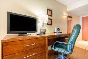 A television and/or entertainment center at Comfort Inn & Suites Shawinigan
