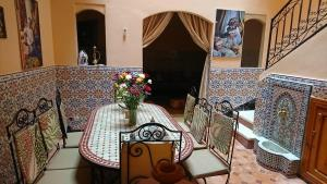 A restaurant or other place to eat at Riad Safae