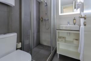 A bathroom at Ver Belém Suites