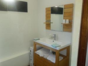 A bathroom at Chambres d'Hôtes La Ferme du Bout de la Ville