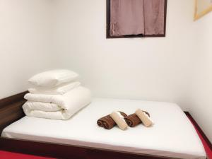 A bed or beds in a room at Guanjing Apartment