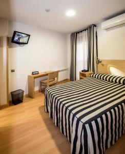 Cama o camas de una habitación en Hotel Puerta de la Santa