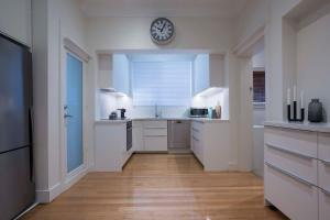 A kitchen or kitchenette at BONDI BLUE - The Scout Group