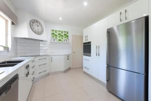 A kitchen or kitchenette at Paradise on Ruby - Port Douglas